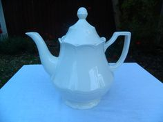 Royal Staffordshire Heirloom Ironstone J & G Meakin Teapot, very small chip on inside rim of lid (can't be seen unless you lift off the base) otherwise no cracks or crazings, circa 1970s, £20 + p&p