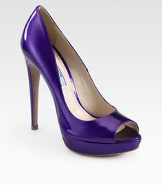 All black with purple heels. Purple High Heels, Cute High Heels, Pretty Shoes, Beautiful Shoes, Pump Shoes, Shoes Heels, Stiletto Pumps, Stilettos, Wedge Boots