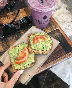 Clean eating - avocado toast healthy food/smoothies/drinks п Healthy Recipes, Chef Recipes, Healthy Snacks, Keto Recipes, Power Foods, Avocado Toast Healthy, Clean Eating Snacks, Healthy Eating, Quick Healthy Breakfast
