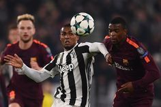 Juventus' forward from Brazil Douglas Costa (L) vies with Barcelona's Portuguese defender Nelson Semedo during the UEFA Champions League Group D football match Juventus Barcelona on November 22, 2017 at the Juventus stadium in Turin.  / AFP PHOTO / Marco BERTORELLO