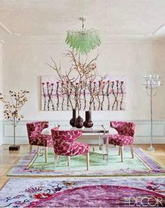Ousadia. Verde e Orquídea em uma composição que funciona do piso ao teto!