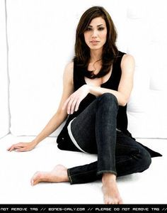 angela - michaela conlin - bones Photo