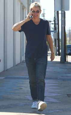 Leave it to Ellen DeGeneres to make white sneaks, jeans, a V-neck tee and square aviators look totally cool!