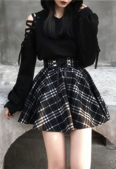 Schwarz-weißer karierter Rock mit hoher Taille Black and white checked skirt with a high waist, # Black and white Cute Skirt Outfits, Cute Casual Outfits, Edgy Outfits, Cute Skirts, Korean Outfits, Plaid Skirts, Goth Girl Outfits, Cute Grunge Outfits, Teen Fashion Outfits