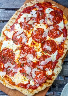 how to make Grilled Pizza from @thenoshery for The Pioneer Woman Food & Friends.