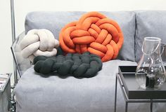 kuddar i tubstickat | woven or braided knot cushions using tube knit