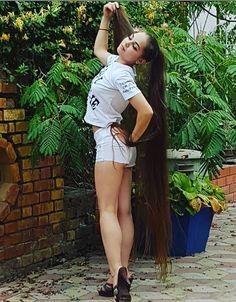 Using long hair to fly. Long Hair Ponytail, Ponytail Hairstyles, Girl Hairstyles, Cut My Hair, Long Hair Cuts, Long Hair Styles, Long Natural Hair, Very Long Hair, Beautiful Long Hair