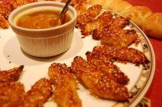La Tarantolata: bastoncini di pollo al sesamo con salsa alla senape e miele
