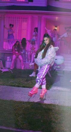 Ariana Grande 7 rings Obsessed with this song Rings! Ariana Grande Outfits, Ariana Grande Pictures, Tumbrl Girls, Ariana Grande Wallpaper, Bae, Dangerous Woman, Selena Gomez, My Idol, Singer