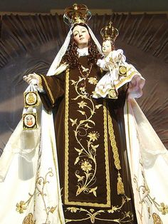 Our Lady of Mount Carmel statue in Chile with a Brown Scapular, an example of the use of the scapular in Marian art.