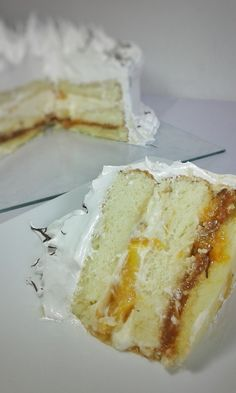 Torta de Crema, Durazno, Dulce de leche y Merengue.