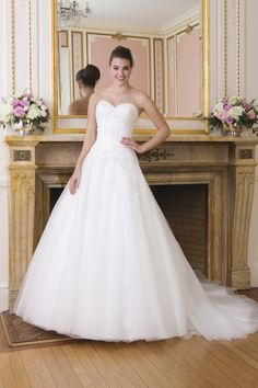 Concise Wedding Dresses A Line Sweetheart Court Train Embelished With Beads White