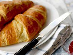 Croissant Thermomix: atrévete a preparar tus propios Cruasanes con Thermomix. Conseguirás unos croissants crujientes y tiernos por dentro recién hechos.