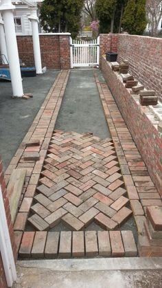 18 Ideas Backyard Patio Flooring Walkways For 2019 Brick Pathway, Brick Paving, Brick Garden, Brick Paver Patio, Boxwood Garden, Front Walkway, Garden Floor, Paving Stones, Brick Design