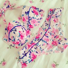floral lingerie-how adorable is this bra and panty set?