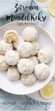 Dieses einfache Rezept für Zitronen-Mandel-Kekse ist wahnsinnig lecker und sehr schnell gemacht. Ihr braucht nur eine Hand voll Zutaten und 25 Minuten Zeit. Voilà! Einfacher geht nicht! Ich habe dafür gemahlene Mandeln, Bio-Rübenzucker, Zitrone, Eiweiß und etwas Puderzucker verwendet. #weihnachten #kekse #plätzchen #einfach #schnell #lecker #ellerepublic