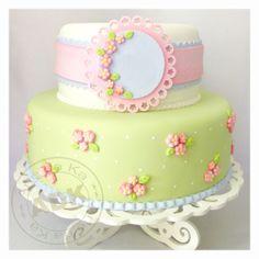 Shabby Chic Cake by Karine Alves (Arte da Ka) Baby Cakes, Girly Cakes, Sweet Cakes, Cute Cakes, Pretty Cakes, Bolo Fondant, Fondant Cakes, Cupcake Cakes, Gorgeous Cakes