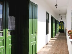 Flórián vendégház  - gang Cottage Interiors, Scandinavian Home, Traditional House, Arches, Shutters, Hungary, Countryside, Florida, Cabin