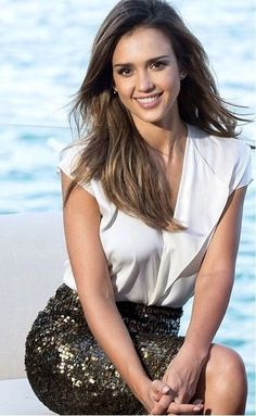 Do you like my Hairstyle Mark Shavick darling? Jessica Alba Hot, Jessica Alba Style, Jessica Alba Fashion, Jessica Alba Pictures, Actress Jessica, Chanel Cruise, Poppy Delevingne, Celebrity Weddings, Celebrity Style