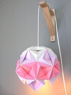 Luminaire Origami rose et mauve de Rue Rivoirette por DaWanda.com