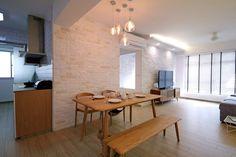 Busca imágenes de diseños de Salas de estilo escandinavo en beige de Renozone Interior design house. Encuentra las mejores fotos para inspirarte y crea tu hogar perfecto.