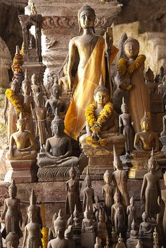 The Pak Ou Caves, Laos are noted for being filled with hundreds of small, mostly damaged miniature Buddha statues. Lotus Buddha, Art Buddha, Buddha Statues, Zen, Temples, Art Asiatique, Buddhist Art, Tibet, Nepal