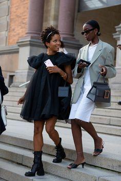 The Best Street Style From Copenhagen Fashion Week 2019 teenvogue Black Girl Fashion, Look Fashion, Autumn Fashion, Fashion Outfits, Fashion Trends, Milan Fashion, Swag Fashion, Vogue Fashion, Fashion 2017