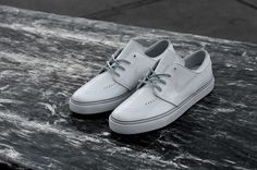 c85542c06caa LOCKWOOD X NIKE SB STEFAN JANOSKI   LIMITED WHITE PATENT LEATHER PACK  (FIRST IMAGES)