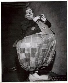 "Felix Adler famous American circus clown, performed for over 20 years with the Ringling Bros. and Barnum "" Bailey Circus. Creepy Vintage, Vintage Clown, Vintage Circus Party, Vintage Carnival, Circus Wedding, Vintage Halloween, Gruseliger Clown, Clown Faces, Circus Clown"