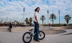 Nuevo street style con los mejores looks de bikers y skaters en Barcelona Barcelona, Bicycle, Street Style, Walks, Style, Bike, Bicycle Kick, Urban Style, Barcelona Spain