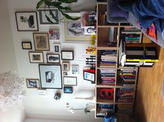 Frame cluster with low bookshelf squares, alternatively tall bookshelf cubes