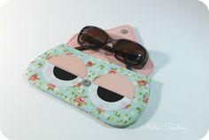 Ideal para guardar e proteger seus óculos de grau ou de sol.    *Confeccionado em tecido e estruturado em manta acrílica.  *Fecho com botão imantado  *Consulte o mostruário de tecidos (link abaixo) para personalizar seu pedido.
