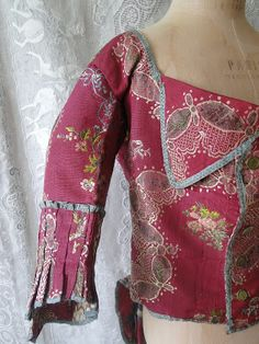 Buyer & Seller of Antique Lace, Fine Linens, Vintage Clothing, Haute Couture, Textiles, Fans: Ladies Clothing-17TH-18THCentury