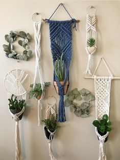 Hottest Totally Free Blue Macrame Plant Hanger on Driftwood for Indoor Houseplants // Wall Hangung Planter Ideas If you have little space for the placement of flowerpots, hanging flowerpots certainly are a good Op Macrame Plant Hanger Patterns, Macrame Wall Hanging Diy, Macrame Plant Holder, Macrame Plant Hangers, Free Macrame Patterns, Diy Plant Hanger, Modern Macrame, Micro Macrame, Macrame Knots