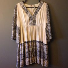 """Flash Sale Tribal Print Boutique Tunic Trendy tunic, worn multiple times but still has life in it, I'm only selling because it's too big for me. Super soft and flattering. The tunic is lined from below the bust to the bottom of the tunic. Feels well made (not thin) and has a zipper back.  Condition: There are """"pills"""" in the bust area (see photos before buying).  Hand wash cold - 100% Rayon Boutique- Entro Tops Tunics"""