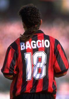Roberto BAGGIO; 1982–85 Vicenza, 1985–1990 Fiorentina, 1990–95 Juventus, 1995–1997 AC MILAN, 1997–98 Bologna, 1998–2000Inter, 2000–2004 Brescia
