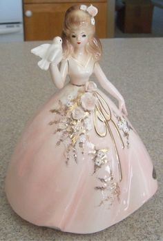 Josef Pretty Girl With Dove Figurine Girls Series, China Girl, Display Case, Vintage Beauty, Vintage Dolls, Bone China, Tea Set, Statues, Pretty Girls