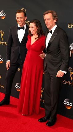 Tom Hiddleston, Olivia Colman and Hugh Laurie attend the 68th Annual Primetime #Emmy Awards at Microsoft Theater. #TheNightManager Via torrilla. Click here for full resolution: https://pbs.twimg.com/media/CsrTZlJUsAAVcil.jpg:large