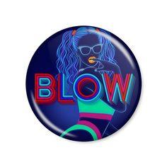 Beyoncé - BLOW / Button modelo americano com 4,5cm de diâmetro. Imagem/foto impresa em papel fotográfico protegida por papel filme transparente. Acompanha alfinete traseiro.