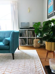 Rug design tips and advice help finding the right colours home Living Room Flooring, Bedroom Flooring, My Living Room, Living Room Decor, Inexpensive Flooring, Beautiful Living Rooms, Living Room Inspiration, Home Decor Trends, Interior Design Living Room