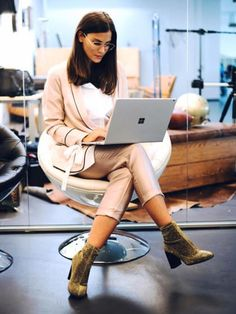 White shirt+blush suit: ankle pants and blazer+golden sock boots. Microsoft Surface Book, Out Of The Dark, Outfits 2016, Pastel Shades, Business Outfits, Ankle Pants, Persona, How To Become, Success