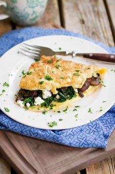 Kale, Goat Cheese and Mushroom Omelet Recipe…The flavors in this breakfast recipe will make you crave it over and over again! Plus, it's full of nutrients. 219 calories and 5 Weight Watchers SmartPoints #VegItUp