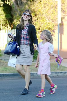 Jennifer Garner: Errands With Her Girls