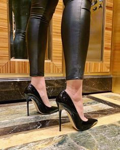 Been a bit busy, here is a shot in the elevator with the Choo's High Heels Boots, Black High Heels, High Heels Stilettos, Heel Boots, Looks Adidas, Talons Sexy, Frauen In High Heels, Leggings And Heels, Black Stiletto Heels