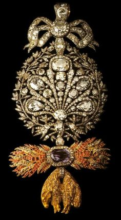 Brooch Portuguese Toison d'Or (diamonds & 1 emerald cut amethyst set m Royal Jewelry, Fine Jewelry, Antique Jewelry, Vintage Jewelry, Faberge Eier, Bijoux Art Deco, Jewelry Accessories, Jewelry Design, Schmuck Design