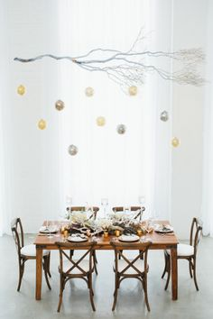 Simple and glittery holiday table: http://www.stylemepretty.com/illinois-weddings/chicago/2014/12/24/winter-wonderland-holiday-inspiration/ | Photography: http://amandahein.com/