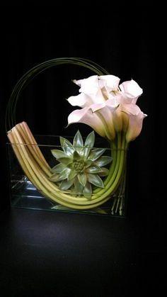 art floral moderne, arrabgement simple dans un vase rectangulaire