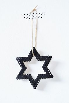 Great idea for xmas decoration made of hama beads Black Christmas, Noel Christmas, All Things Christmas, Christmas Crafts, Christmas Ornaments, Beautiful Christmas, Ideas Decoracion Navidad, Navidad Diy, Christmas Star Decorations