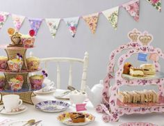 Need a helping hand with your next children's party - perhaps some inspiration? Here's a selection of gorgeous goodies designed to give your party table a Vintage High Tea, Vintage Party, Vintage Table, Retro Vintage, Vintage Birthday Parties, Tea Party Birthday, Birthday Hats, Birthday Outfits, 80th Birthday