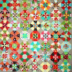 The Root Connection: Instructions for Organized Chaos-what a fun quilt Quilting For Beginners, Quilting Tips, Quilting Tutorials, Patch Quilt, Quilt Blocks, Collages, Kaleidoscope Quilt, Circle Quilts, Pinwheel Quilt